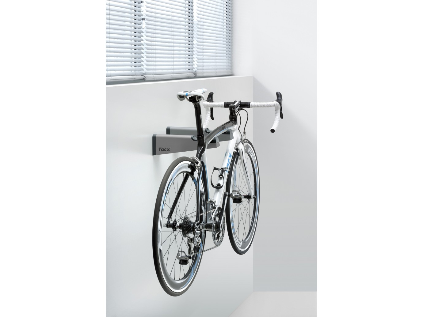 Support mural pour v lo gem bikebracket tacx t3145 - Suspension pour velo garage ...